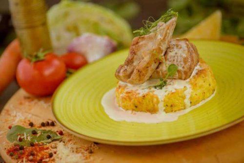Muschiulet de porc cu cartofi au gratin si sos de usturoi copt cu rozmarin